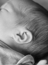 Baby-Newborn-Fotoshooting-Details-Schwarz-Weiss